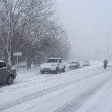 إقليم إفران: كل الإمكانيات معبأة لإزاحة الثلوج عن المحاور الطرقية