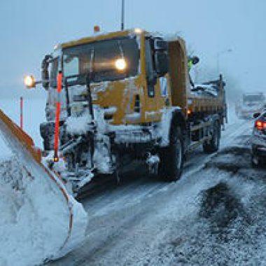 اقليم ميدلت:فج تيزي نتلغمت استمرار عمليات إزالة الثلوج