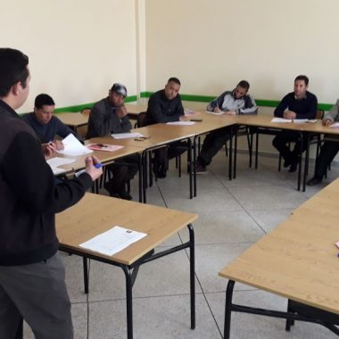 """قلعة مكونة:دورة تكوينية حول أسس خلق مقاولة ناجحة """" لفائدة الشباب المشاركين في الدورة الثالثة من مبادرة خلق المقاولة"""