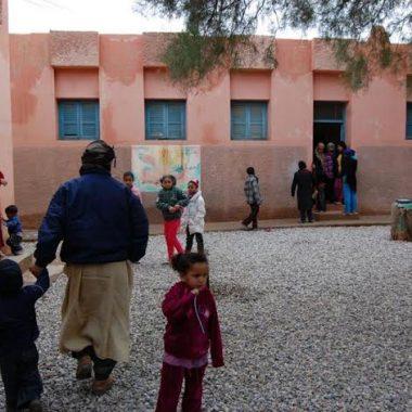 زاكورة : تلاميذ بدون حجرات دراسية بالحسيان اولاد يحيى لكراير