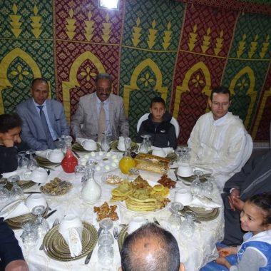 السلطات الاقليمية بميدلت تجاور الاطفال في وضعية صعبة ،والمسنين في افطار جماعي