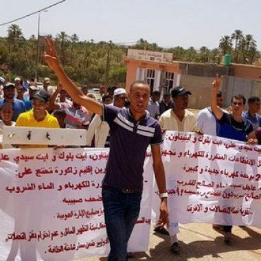 إقليم زاكورة: مسيرة إنذارية لبعض الدواوير للمطالبة بتقوية بنية الماء الصالح للشرب وكذا الكهرباء