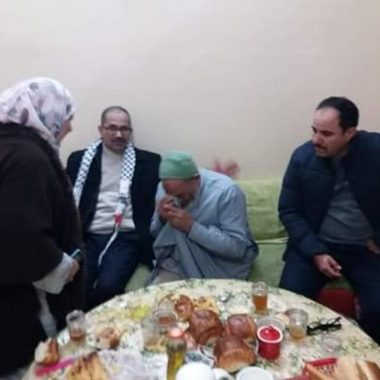 أحمد ويحمان يعانق الحرية فجرا و يحل في بيت والوالديه بمدينة الرشيدية