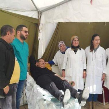 الدكتور محمد بودرا رئيس المجلس الجماعي للحسيمة في حملة للتبرع بالدم