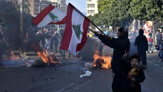 اكثر من 220 جريحا في مواجهات بين قوات الأمن والمتظاهرين في وسط بيروت