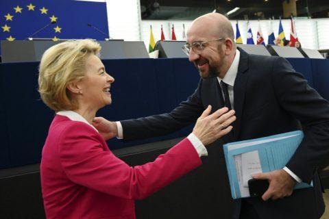 رئيسا المفوضية والمجلس الأوروبيين يوقعان اتفاق بريكست قبيل تصويت البرلمان